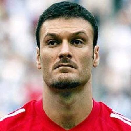 Alpay Özalan, futbolcu tarihte bugün
