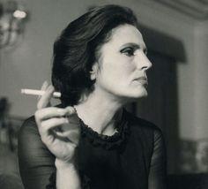 Amalia Rodrigues, Portekizli şarkıcı ve aktris (DY-1920) tarihte bugün