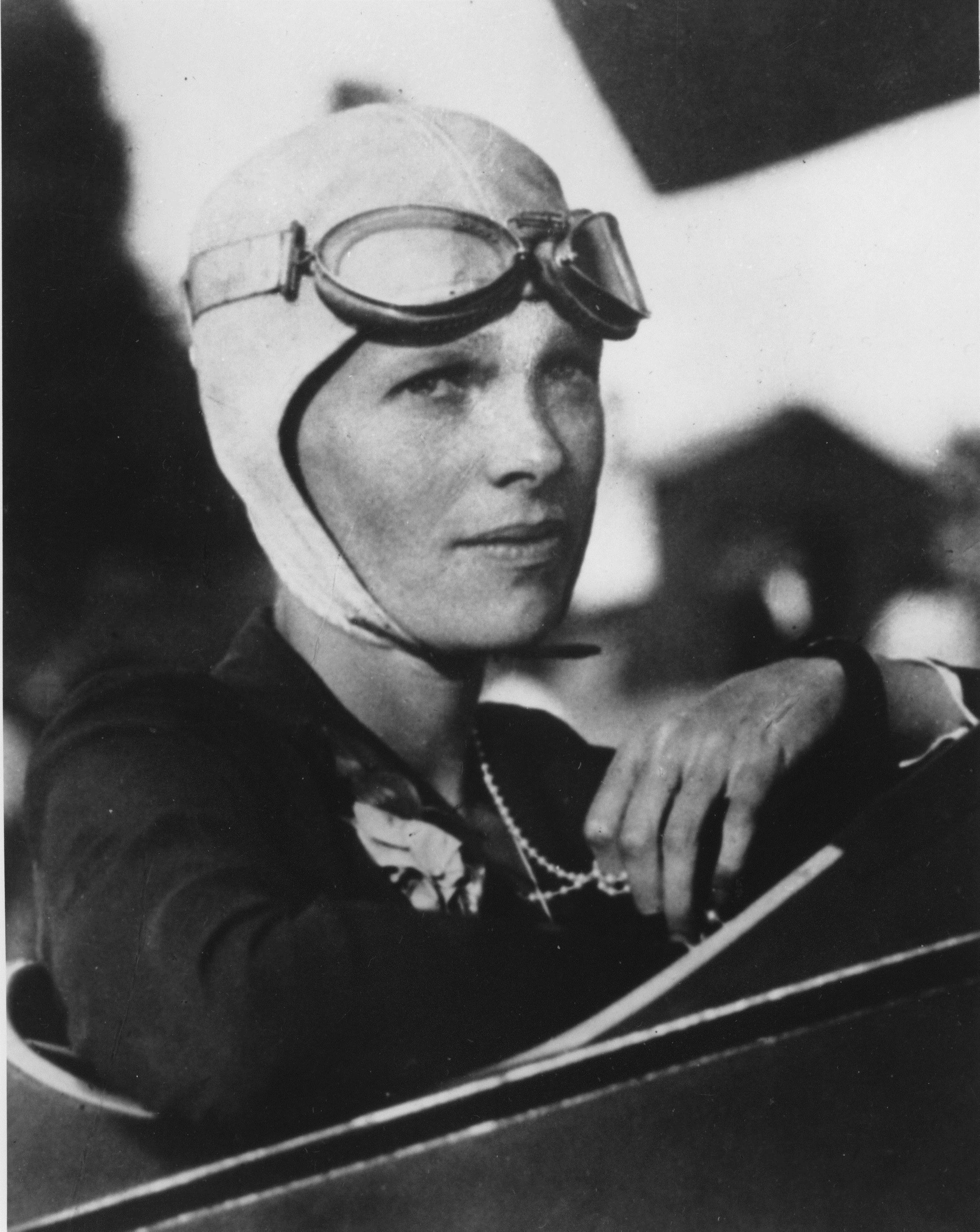 Amelia Earhart, Amerikalı pilot ve yazar (ÖY-1938) tarihte bugün