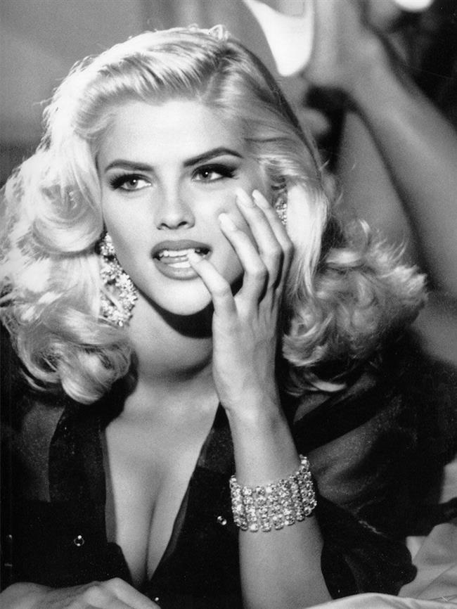 Anna Nicole Smith, Amerikalı aktris (Dünyaca ünlü olduğu için tarihtebugun.org da yer almıştır.) (DY-1967) tarihte bugün