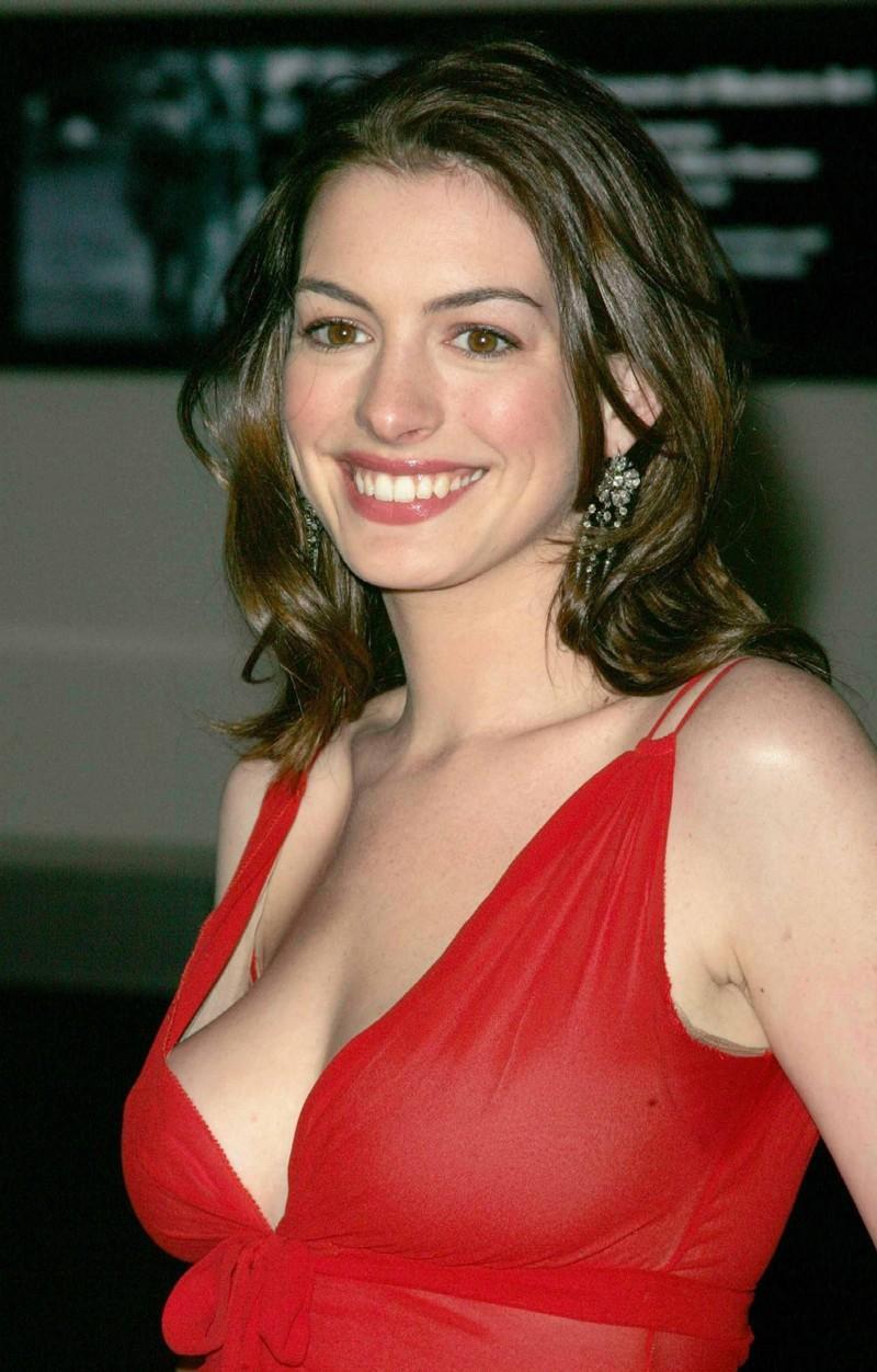 Anne Hathaway, Amerikalı oyuncu tarihte bugün