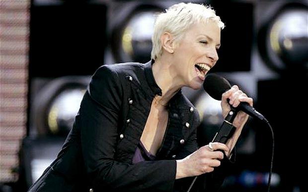 Annie Lennox, şarkıcı tarihte bugün