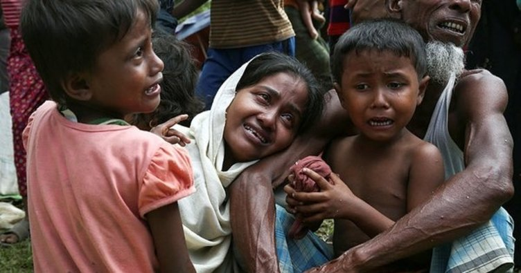 Myanmar güvenlik güçleri Arakan'da sivilleri hedef aldı. En az 400 kişi öldü. BM Arakan'da insani felaketin önlenmesi için Myanmar güvenlik güçlerine, sükunet ve itidal çağrısı yaptı.  tarihte bugün