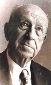 Arif Hikmet Koyunoğlu, mimar (DY-1888) tarihte bugün