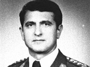 Atilla Altıkat, Türkiye Ottawa Büyükelçiliği Askeri Ateşesi, silahlı saldırı sonucu öldürüldü tarihte bugün