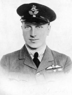 John Alcock, Atlas Okyanusunu ilk geçen ingiliz havacı (DY-1892) tarihte bugün