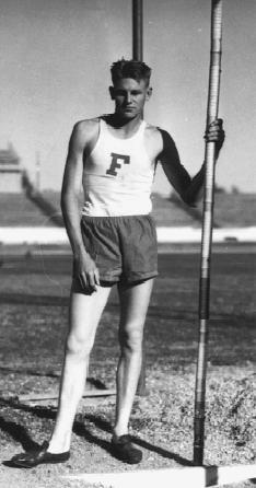 Atlet Cornelius Warmerdam Doğdu