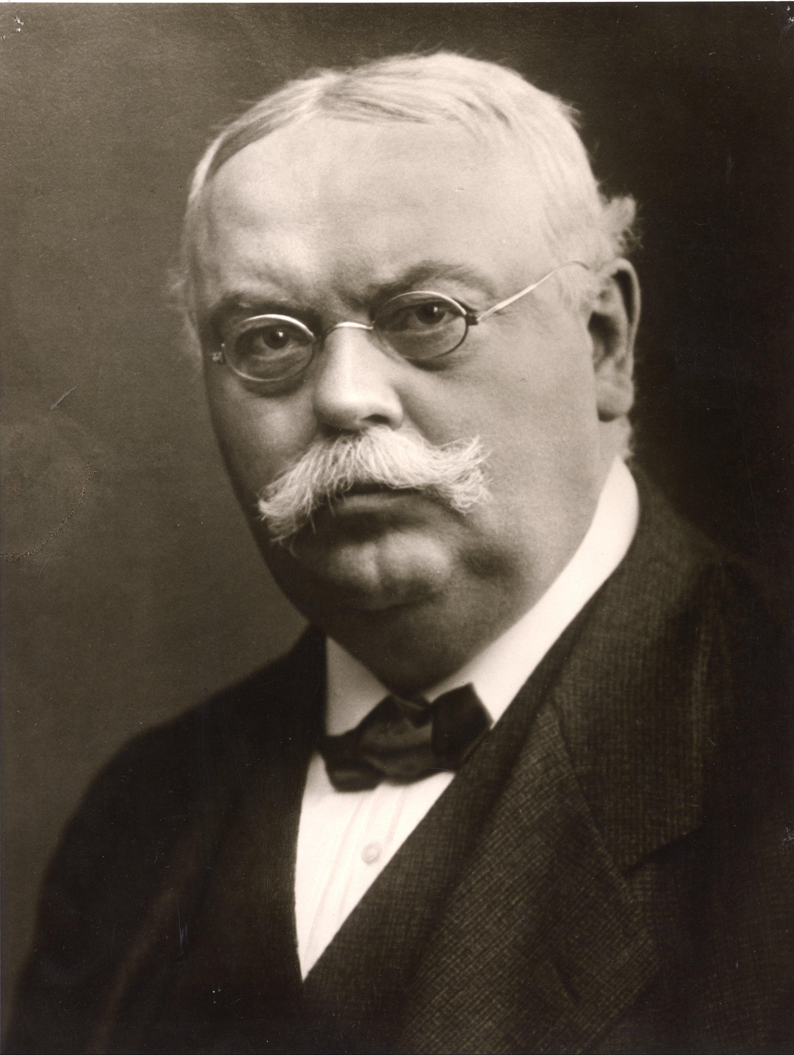 August Oetker, Alman iş adamı, kabartma tozunun mucidi, Dr. Oetker firmasının kurucusu (DY-1862) tarihte bugün