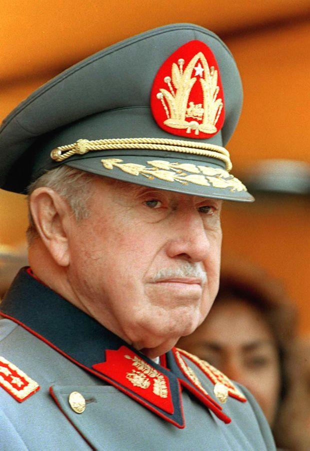 Augusto Pinochet, ޞilili diktatör (DY-1915) tarihte bugün