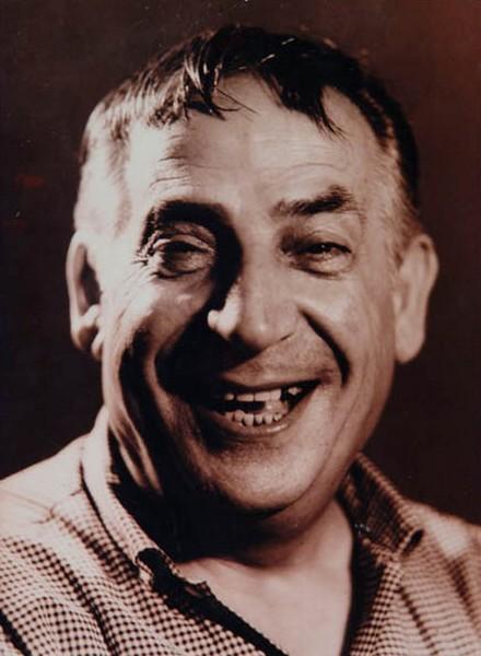 Avni Dilligil, tiyatro sanatçısı (DY-1908) tarihte bugün