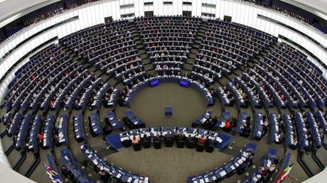 Avrupa Parlamentosu, Avrupa Birliği ile Türkiye arasında 3 Ekim 2005'te başlatılan üyelik müzakerelerinin geçici olarak dondurulmasına ilişkin kararı 37 oya karşı, 479 oyla kabul etti. 107 parlamenter ise çekimser kaldı. tarihte bugün