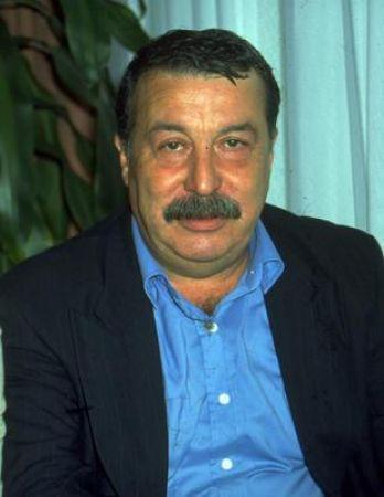 Aykut Oray,  tiyatro, sinema ve dizi oyuncusu (ÖY-2009) tarihte bugün