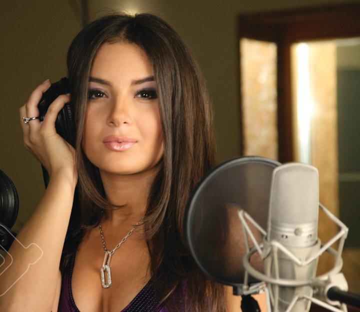 Aysel Teymurzade, Azeri şarkıcı tarihte bugün