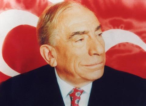 Türk siyasetçi Alparslan Türkeş öldü. tarihte bugün