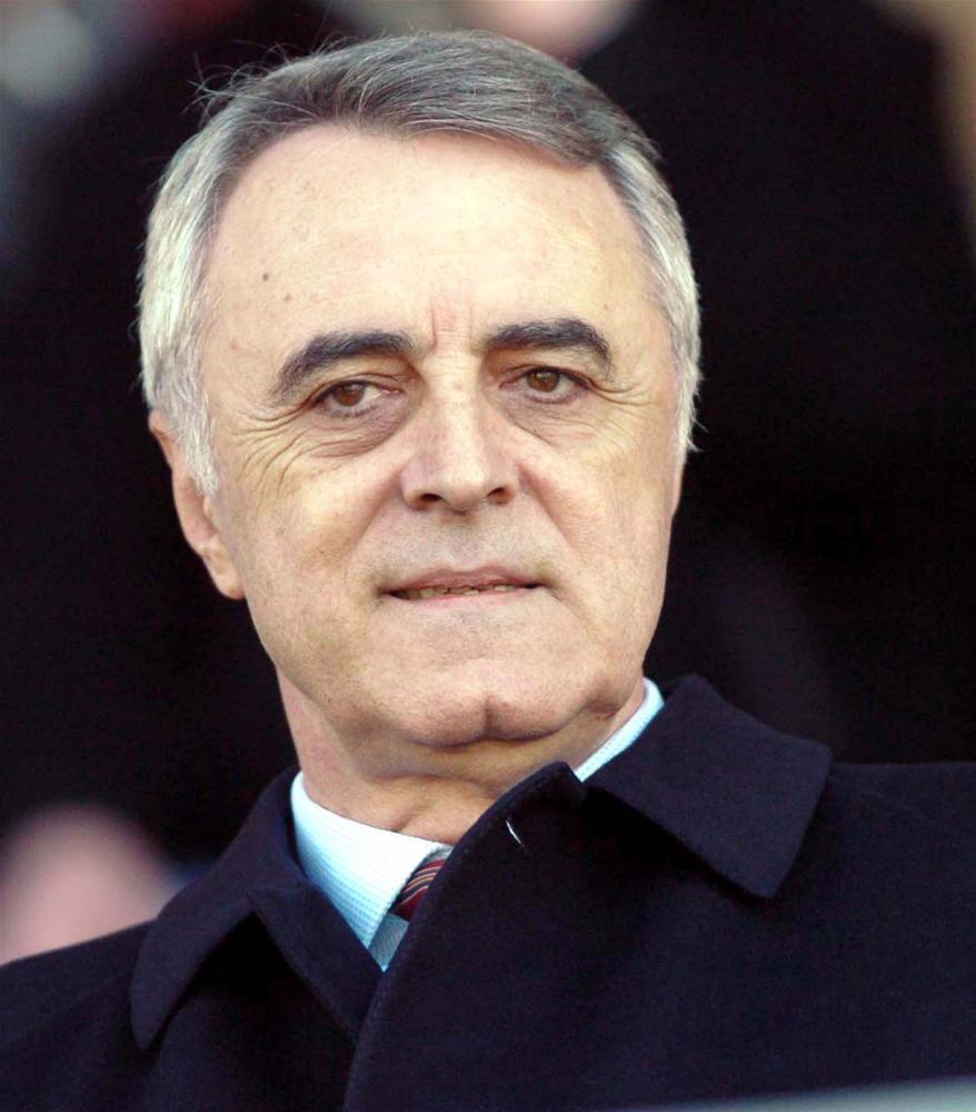 Galatasaray Spor Kulübü eski başkanı, eski basketbolcu, iş adamı Özhan Canaydın hayatını kaybetti tarihte bugün