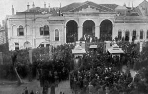 Kamil Paşa hükümeti İttihat ve Terakki'cilerce devrildi  Babıali baskını diye anılan darbeyle Sadrazam istifa ettirildi ve yerine Mahmut Şevket Paşa getirildi. tarihte bugün