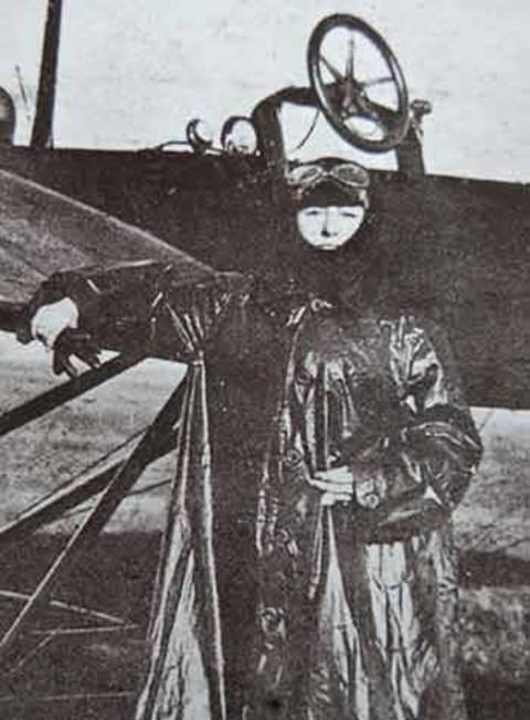 Belkıs Şevket Hanım ilk kez uçan kadın