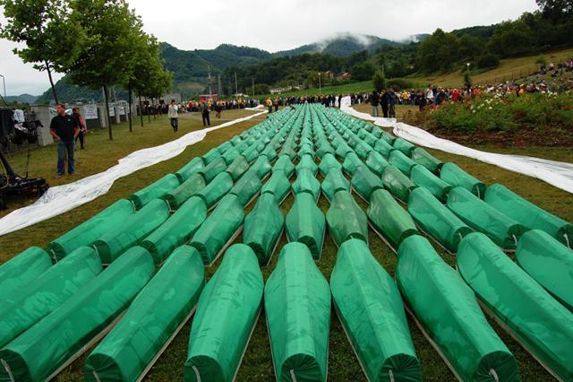 Bosna Sırp Cumhuriyeti Ordusu birlikleri Srebrenitsa'ya girdi. En az 8.350 Boşnak, Bosna-Hersek'in Srebrenitsa kentinde öldürüldü. Katliam 5 gün boyunca devam etti. tarihte bugün
