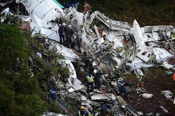 Brezilya Serie A ligi ekiplerinden Chapecoense'yi, Kolombiya'daki Güney Amerika kupası finaline götüren uçak düştü. Uçaktaki 81 kişiden 76'sı hayatını kaybetti. Kazadan sadece 3 futbolcu sağ olarak kurtuldu. tarihte bugün
