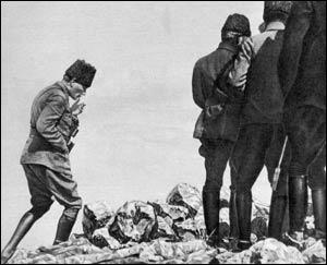 Büyük Taarruz başladı. Baş Komutan Gazi Mustafa Kemal Paşa harekatı bizzat Afyonkarahisar yakınlarındaki Kocatepe'den idare ediyordu. tarihte bugün