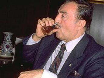 Cahit Aral, siyasetçi, Sanayi ve Ticaret Eski Bakanı tarihte bugün