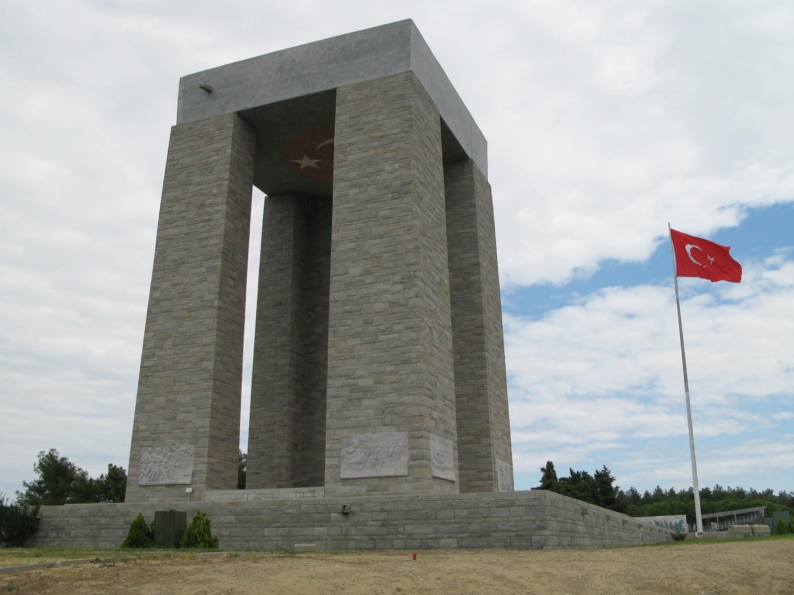 Çanakkale Anıtı'nın temeli atıldı.  tarihte bugün
