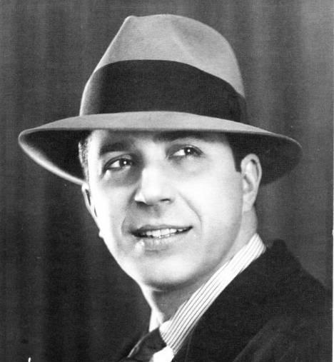 Carlos Gardel, Arjantinli tango şarkıcısı (DY-1890) tarihte bugün