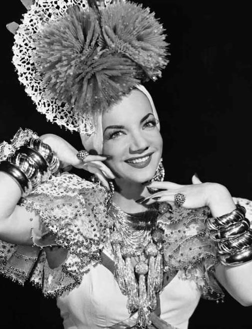 Carmen Miranda, Brezilyalı aktris ve samba şarkıcısı (ÖY-1955) tarihte bugün