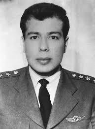 Cengiz Topel, pilot yüzbaşı. Kıbrısta gerçekleştirdiği uyarı uçuşunda, uçağı Rum uçaksavarlar tarafından vurulunca paraşütle atladı ve esir düştü (DY-1934) tarihte bugün