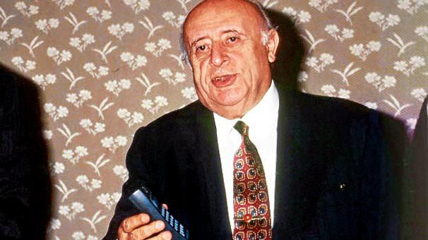 Cep telefonu şebekelerinin açılışı Başbakan Tansu Çiller tarafından 1994 günü yapıldı Çiller cep telefonuyla ilk görüşmeyi Cumhurbaşkanı Süleyman Demirel'le yaptı. tarihte bugün