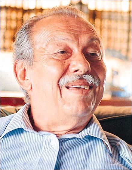 Gazeteci ve yazar Çetin Altan, 88 yaşında yaşamını yitirdi. tarihte bugün