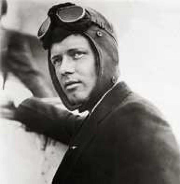 Charles Lindbergh Atlas Okyanusunu uçakla geçen ilk pilot (DY-1902) tarihte bugün
