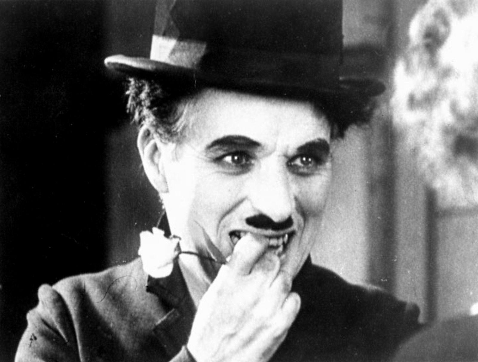Şarlo karakteri ile anılan Charlie Chaplin (Şarlo). tarihte bugün