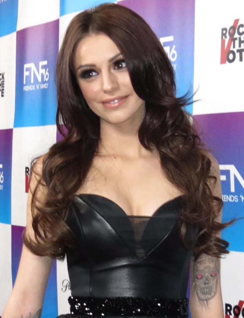 Cher Lloyd, ingiliz ޞarkıcı tarihte bugün