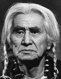 Chief Dan George, Kanadalı aktör(DY-1899) tarihte bugün