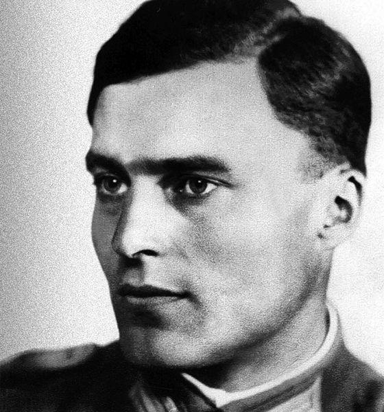 Claus von Stauffenberg, Adolf Hitlere suikast teşebbüsünde bulunan subay (idam edilmiştir) (DY-1907) tarihte bugün