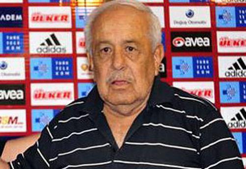 Coşkun Özarı, milli futbolcu ve teknik direktör (ÖY-2011) tarihte bugün