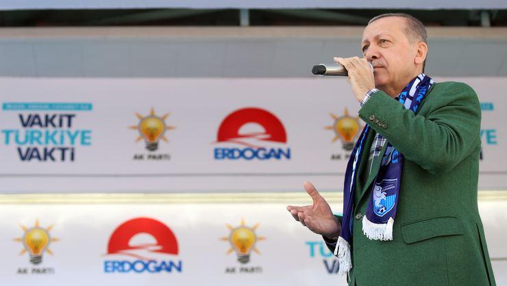 Artan kurun etkisi devam ediyor.  Erzurum'daki mitingde konuşan Cumhurbaşkanı Erdoğan: