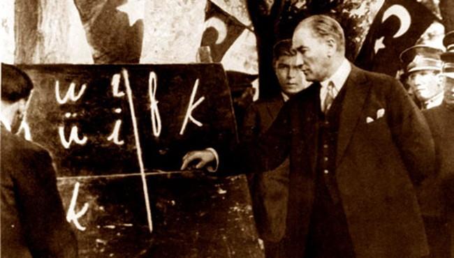 Türk Dil Kurultayı toplandı. Yüzyıllar boyunca Türk diline giren yabancı kelimeler Türkçe'den arındırıldı. Dil Bayramı ilk kez kutlandı. tarihte bugün