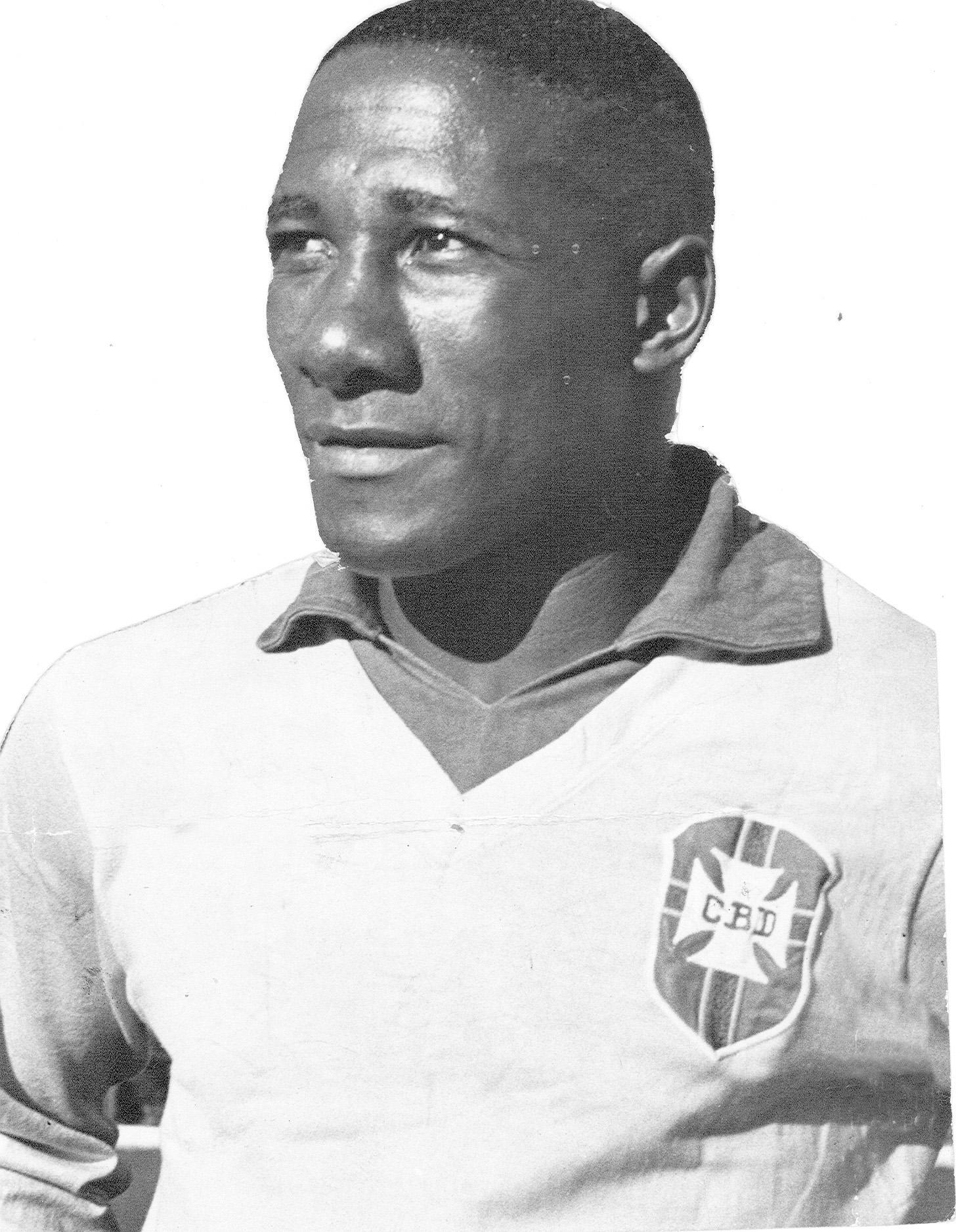 Djalma Santos, Brezilyalı eski futbolcu. (DY-1929) tarihte bugün