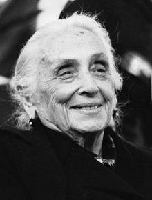 İspanya İç Savaşı'nın Cumhuriyeçi önderlerinden Komünist Parti lideri Dolores Ibarruri.