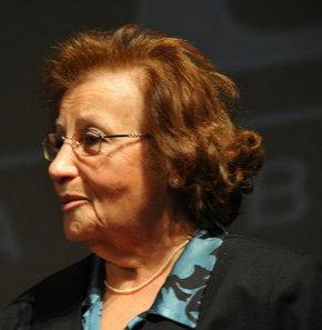 İlk Türk kadın opera sanatçısı soprano Meral Menderes 78 yaşında hayatını kaybetti. tarihte bugün