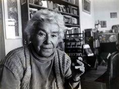 Yazar Mina Urgan öldü