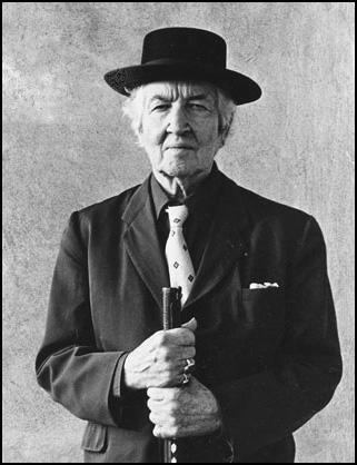 Robert von Ranke Graves, ingiliz şair ve yazar (ÖY-1985) tarihte bugün