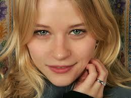 Emilie de Ravin, Avustralyalı oyuncu tarihte bugün