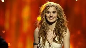 Emmelie de Forest, Danimarkalı pop şarkıcısı. 2013 Eurovision ޞarkı Yarışması birincisi.
