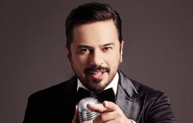 Emre Altuğ,  pop sanatçısı