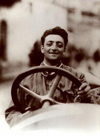 Enzo Ferrari, italyan yarış arabaları üreticisi (ÖY-1988) tarihte bugün