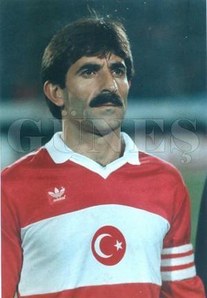 Erdoğan Arıca, eski futbolcu, teknik direktör (ÖY-2012) tarihte bugün
