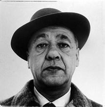 Absürd tiyatronun kurucusu Romen kökenli Fransız oyun yazarı Eugène Ionesco. Tek perdelik